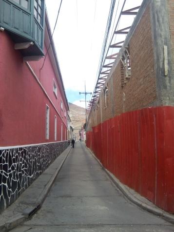 Une rue de Potosi. À noter que les Potosinos aiment bien peindre les pierres...