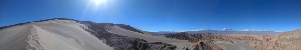 Vue depuis le sommet de la dune dans la Vallée de la Muerte à San Pedro de Atacama au Chili