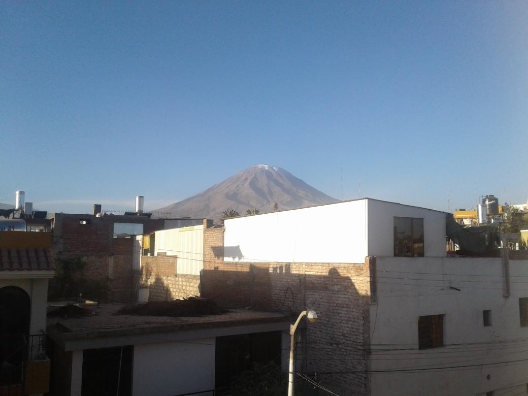 Volcan Misti depuis la terrasse de l'hostel AQP