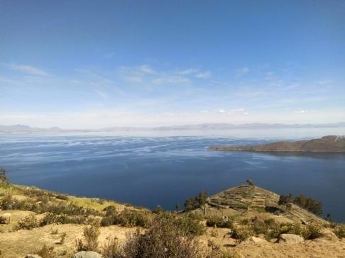 Le lac titicaca depuis l'isla del sol