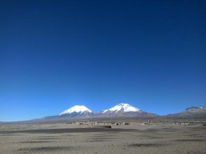 Les volcans parinacota et pomerape en Bolivie